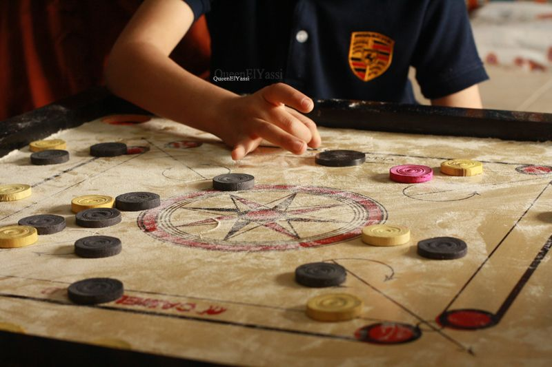Describe an experience when you played indoor games with others | Describe an indoor game that you liked to play when you were a child.